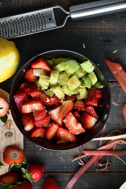 căpșuni și rubarbă - Bucătăria familiei mele - www.alexjuncu.ro