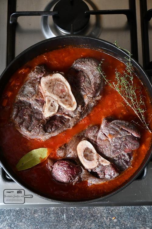 Osso Buco fierbere- Bucătăria familiei mele - www.alexjuncu.ro