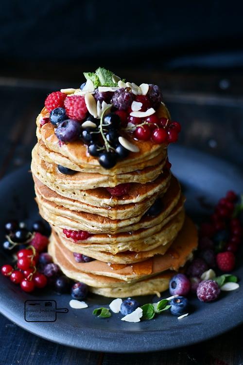 Pancake cu fructe de pădure - Bucătăria familiei mele - www.alexjuncu.ro