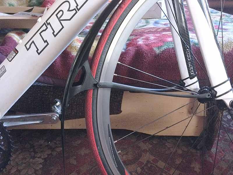 Крыло CRUD ROADRACER MKII не встает на место - перья аэродинамической вилки велосипеда слишком широкие