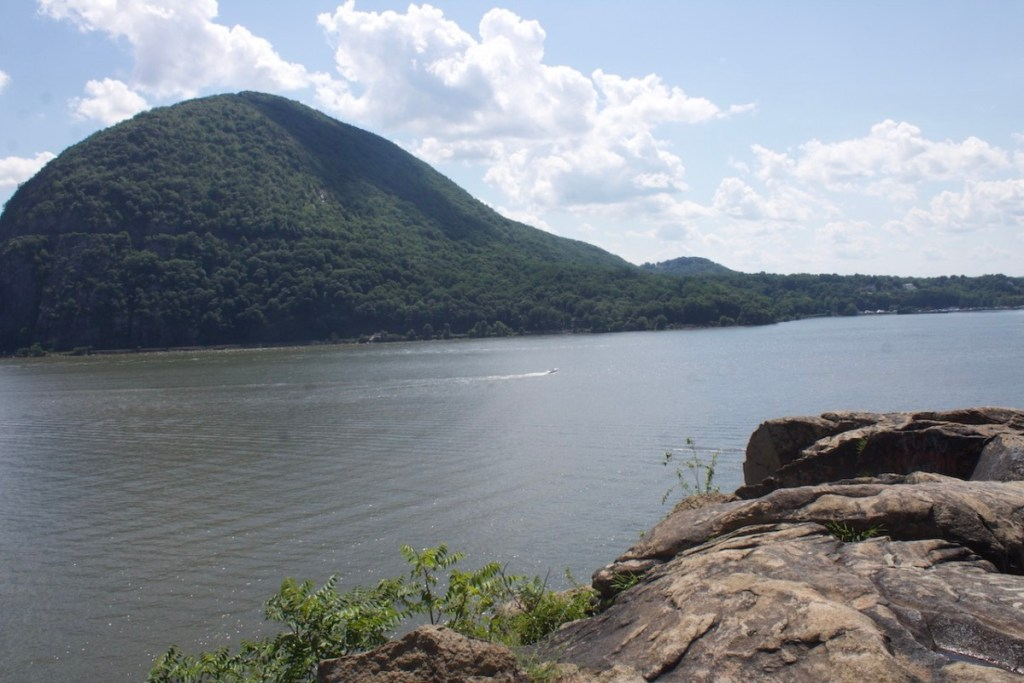 Breakneck Ridge Hike: The Ultimate Guide | Alex on the Map Authentic Travel