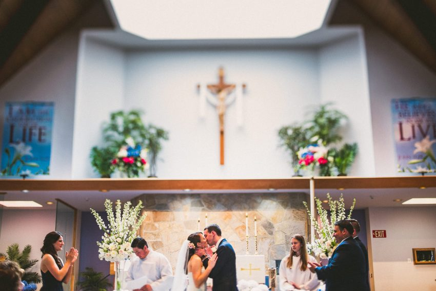 New Hampshire wedding kiss