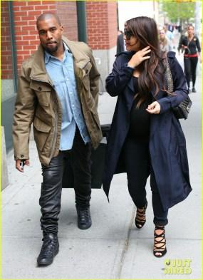 Kanye West and Kim Kardashian Take A Stroll In NYC