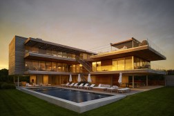"THE BRIDGEHAMPTON ""OCEAN DECK HOUSE"" WITH ALL-ROUND VIEWS 4"