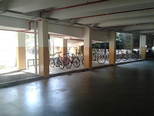 Bicycle parking on the ground floor. Bikes are not locked. I noticed the same in the city. Велопарковка на нулевом этаже. Велосипеды без замков. То же самое наблюдал и в городе.