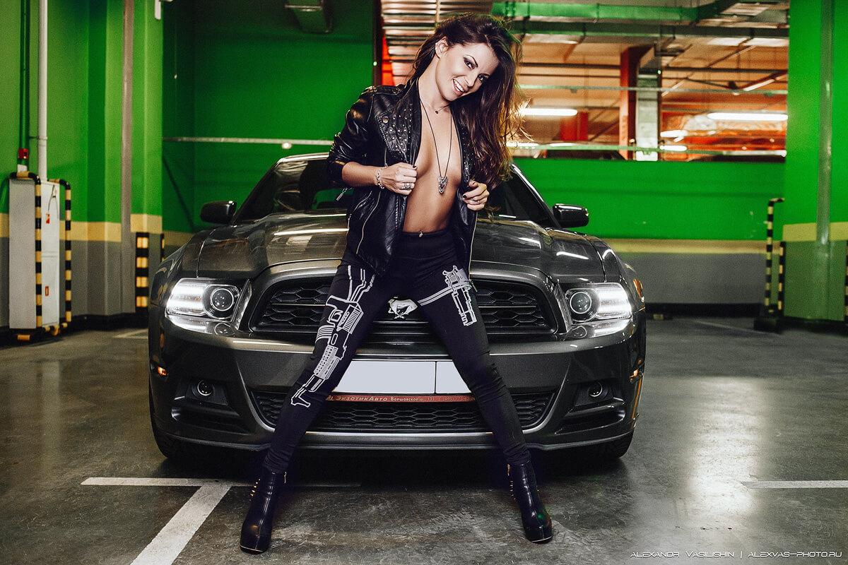 фотосессия девушка и автомобиль
