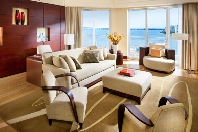 miami-suite-biscayne-suite-living-room
