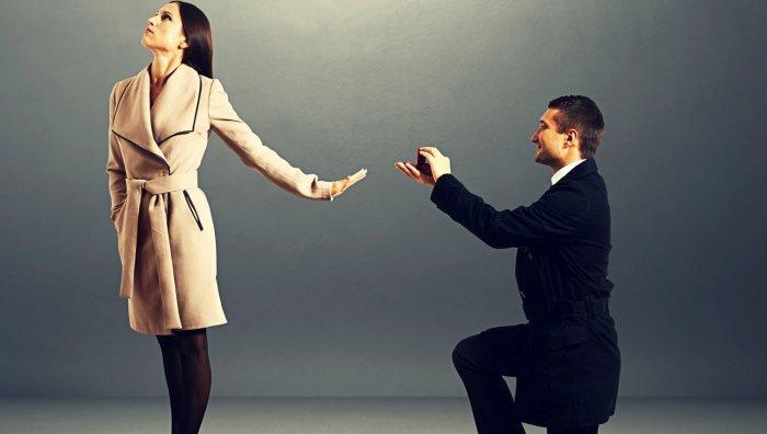 randění s dívkou, která má problémy s opuštěním seznamky pracovních míst