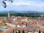 La Piazza Anfiteatro y San Frediano desde la Torre Guinigi (Lucca, Toscana, Italia)