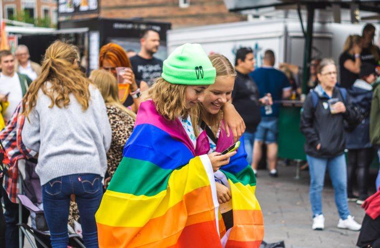 """Unkarissa suunnitteilla laki homoseksuaalisuuden """"mainostamisen"""" kieltämisestä"""
