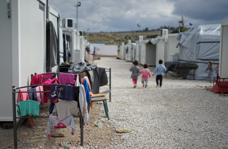 Kreikan pääministeri jyrähtää: Emme hoida pakolaiskriisiä yksin
