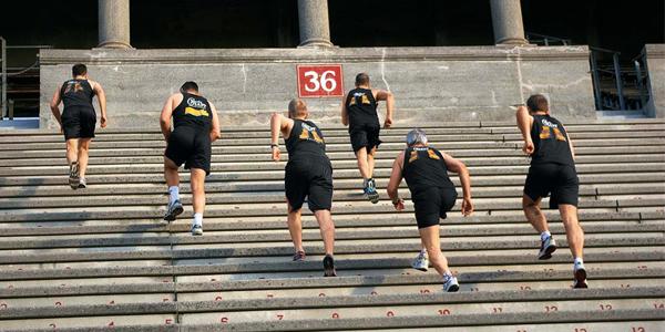 olahraga rumaha, olahraga, kebugaran, sehat, latihan, olahraga pagi hari, naik turun tangga, olahraga, olahraga naik turun tangga