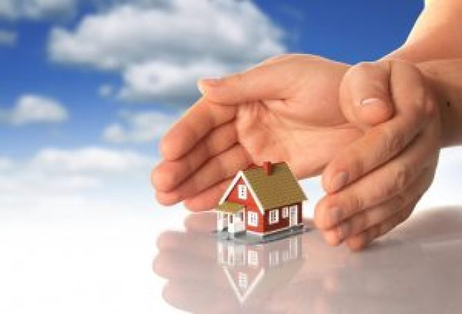 hands_and_little_house