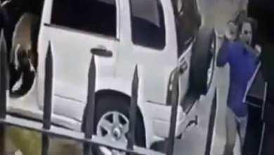 Photo of [VIDEO] Perros defienden a su dueño de asalto a mano armada
