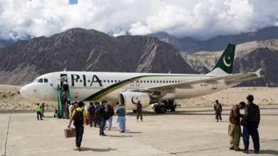 Photo of Pasajero confunde salida de emergencia con puerta de baño en pleno avión