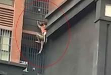 Photo of [VIDEO] Al estilo Spider Man un hombre salva a su sobrino de incendio