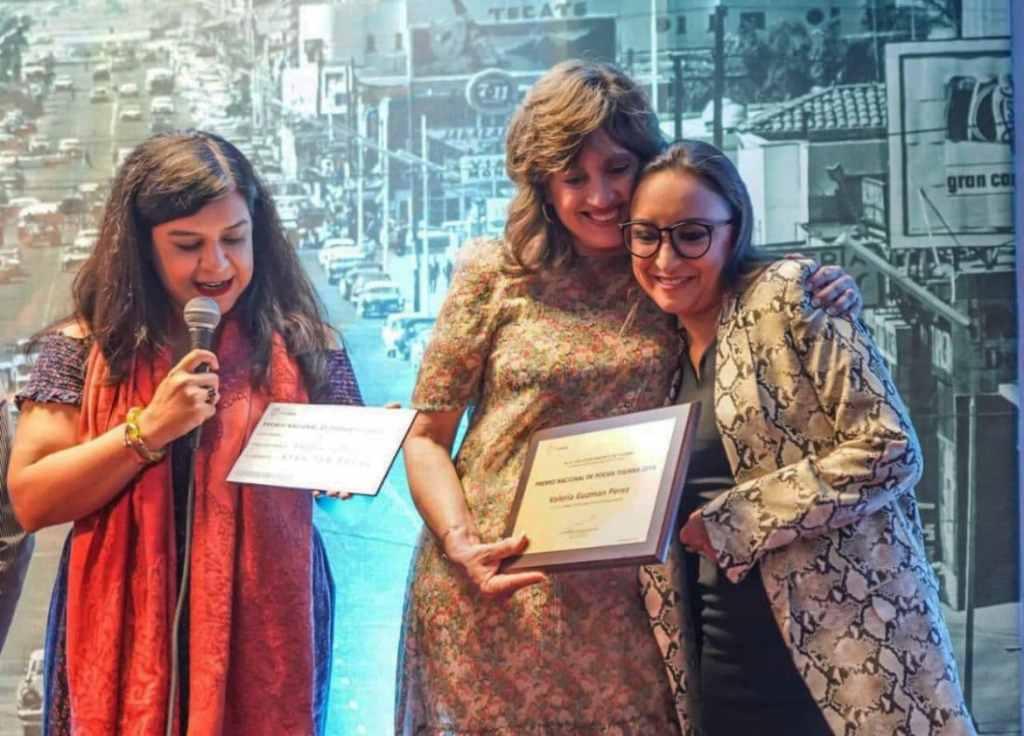 Valeria Guzmán ganadora el Premio de poesía