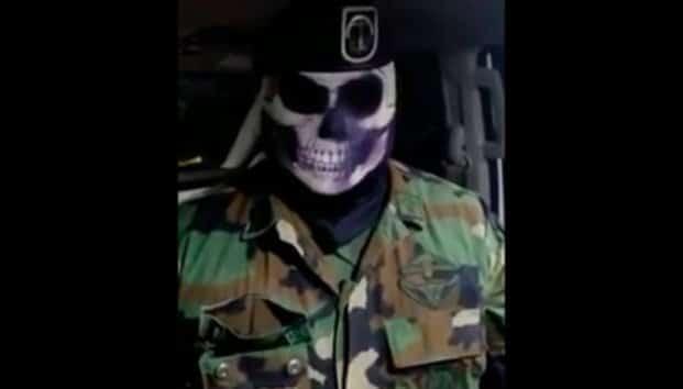 Militar enmascarado reta al crimen organizado
