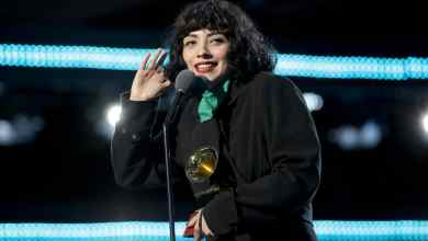 Photo of Mon Laferte protesta en topless en Latin Grammy