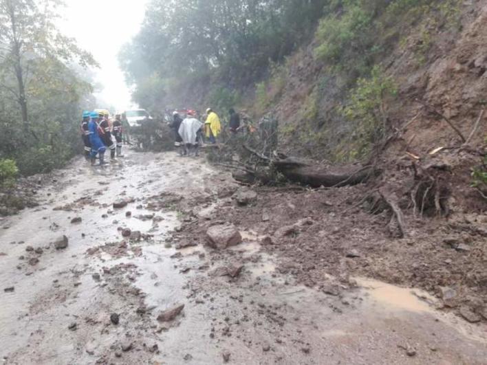 lluvias arrasan colluvias con puente colgante