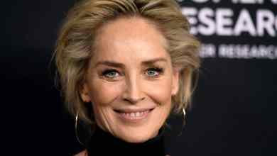 Photo of Bloquean a Sharon Stone de app para citas y se queja