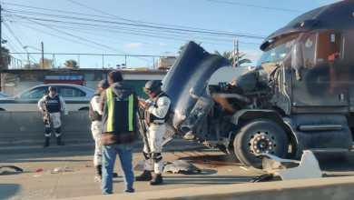 Photo of Tractocamión pega a dos vehículos, uno de la Guardia Nacional
