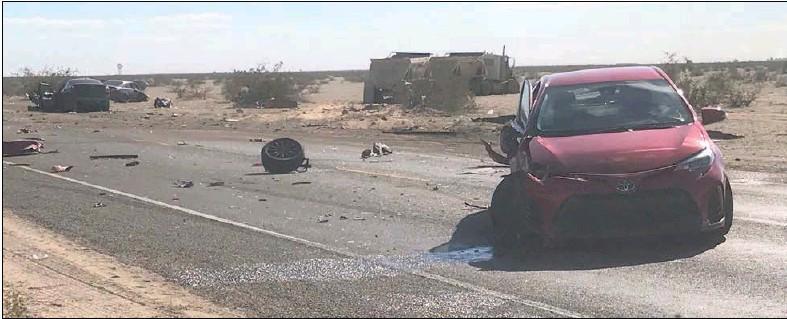 Mal rebase a camión provoca dantesco accidente