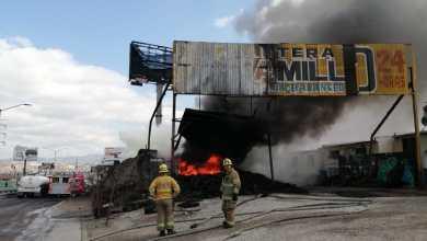 Photo of Siguen labores para sofocar incendio de almacén de llantas