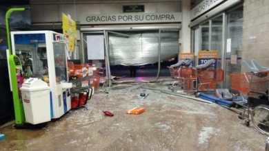 Photo of Irrumpen en supermercado con todo y auto para asaltar