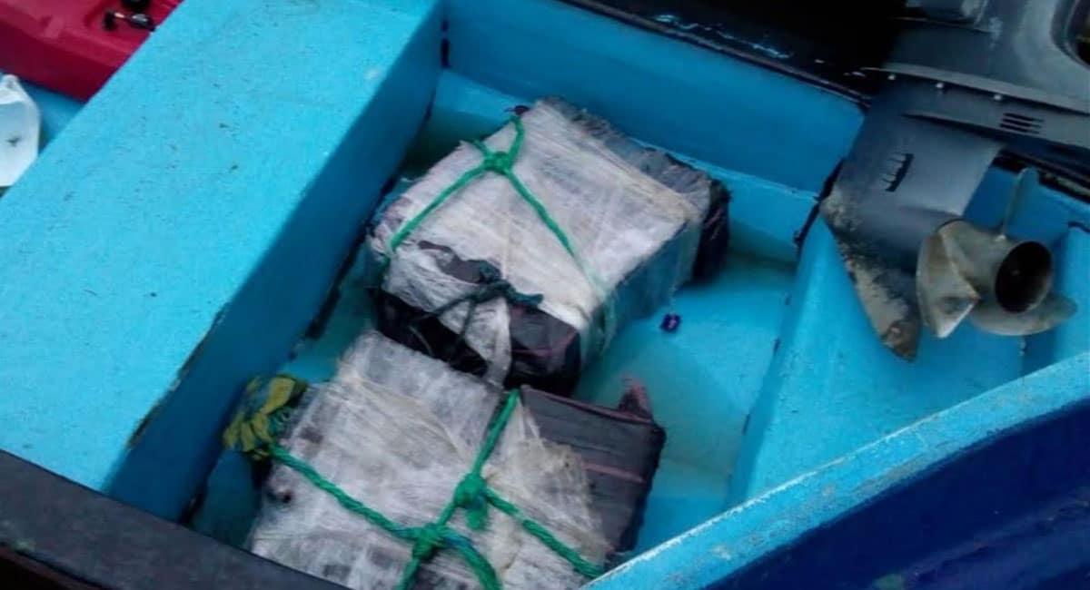 Decomisan 108 kilos de cocaína en embarcación