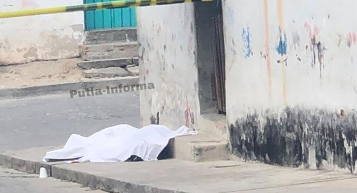 Asesinan a balazos a madre e hijo cuando caminaban en vía pública