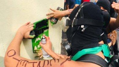 Photo of Derriban vallas e incendian puertas en Ciudad de México