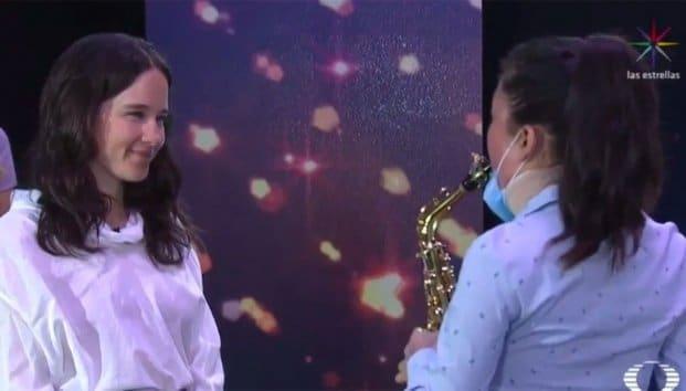 Saxofonista sobreviviente de ataque con ácido, tocó de nuevo