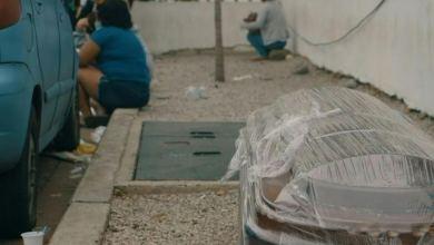 Photo of Hacen fila con ataúdes de muertos por coronavirus en Ecuador