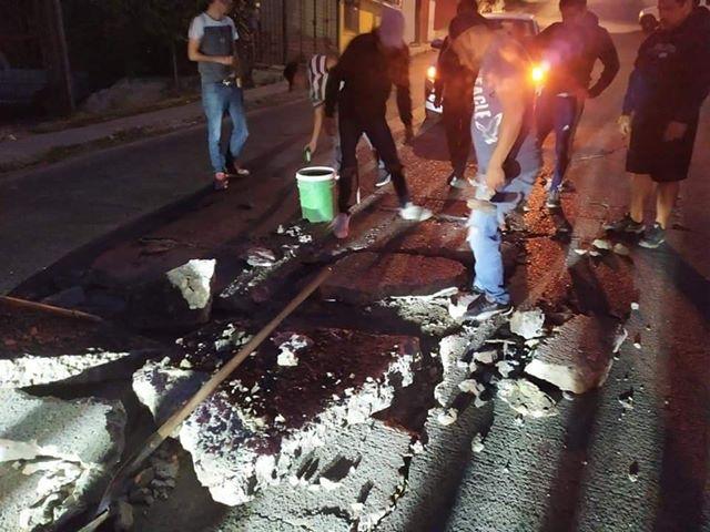 Les destrozan avenida principal y autoridades los ignoran