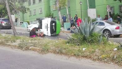 Photo of Taxi con pasajeros se queda sin frenos y se estampa