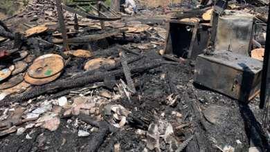 Fuerte-incendio-de-pastizal-y-basura-consume-casas