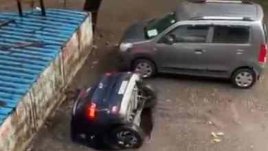 VIDEO-Socavón-se-traga-automóvil-en-estacionamiento