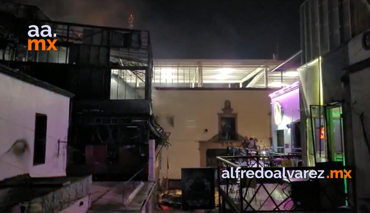 Se-incendia-bar-en-Tijuana-estructura-colapsa