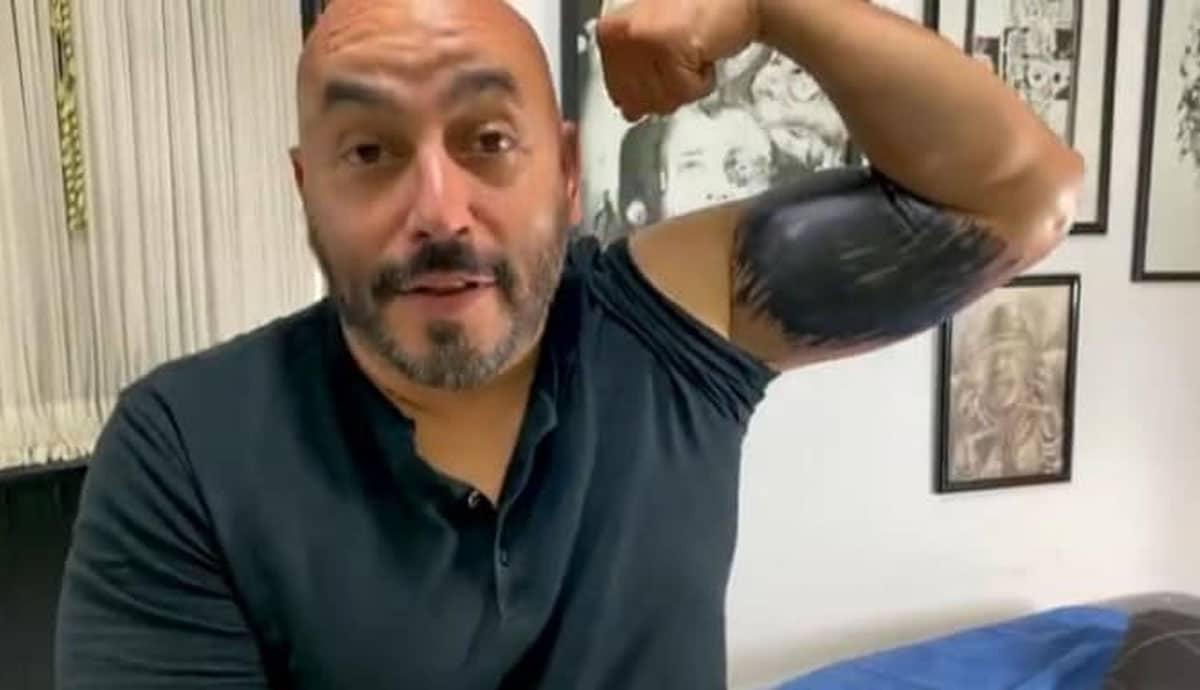 VIDEO-Lupillo-borra-a-Belinda-de-su-brazo-a-brochazo