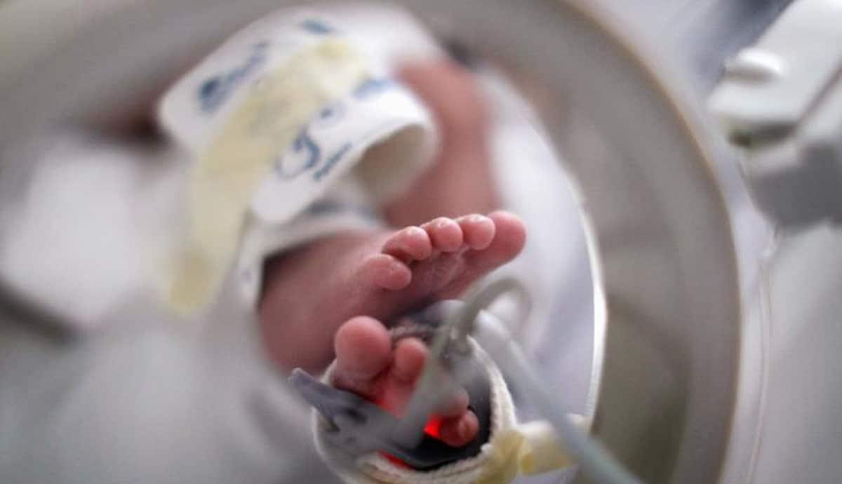 Médicos-envían-a-bebé-con-vida-a-la-morgue-los-separan-de-cargo