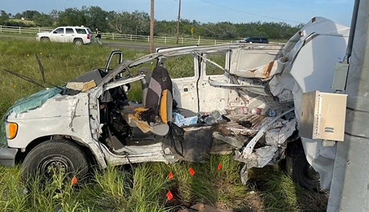 Vuelca-camioneta-con-migrantes-hay-muertos-y-heridos
