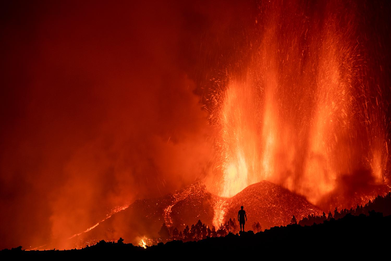 Desalojan-miles-por-erupcion-de-volcan-en-La-Palma