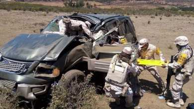 Rescatan-a-mujer-tras-fuerte-volcadura-en-su-camioneta