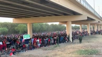 Miles-de-migrantes-viven-bajo-un-puente-en-la-frontera-Texas