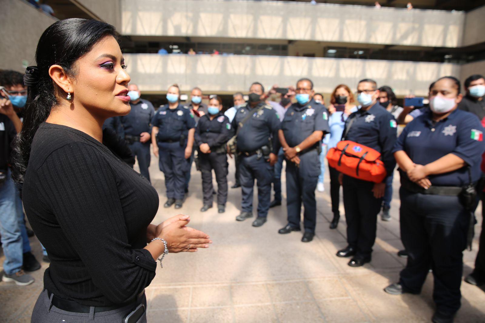 Montserrat-Caballero-se-presenta-ante-policias