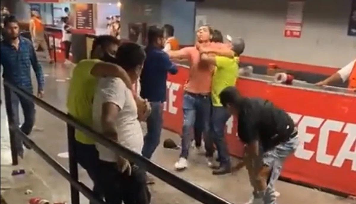 VIDEO-Brutal-golpiza-en-juego-de-los-Sultanes-de-Monterrey