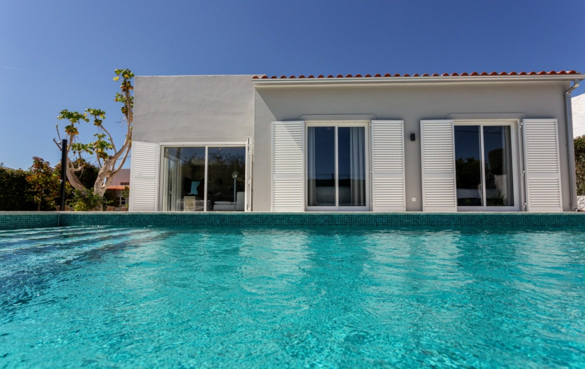 Beautiful luxury 4-bedroom villa with private pool to rent