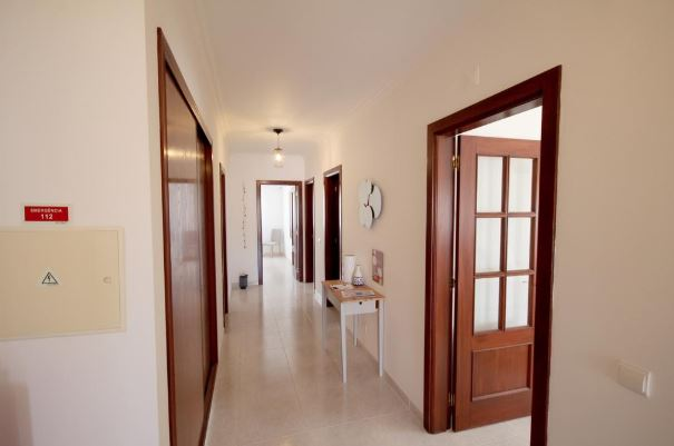 Light and airy 3-bedroom apartment in Alvor to rent