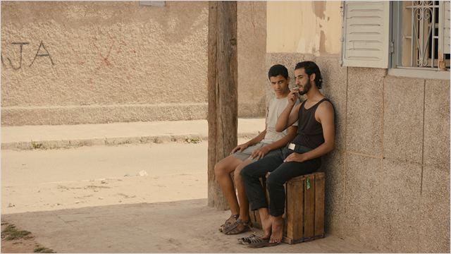 rencontre dans la rue: l'adolescent entre dangers et tendresses
